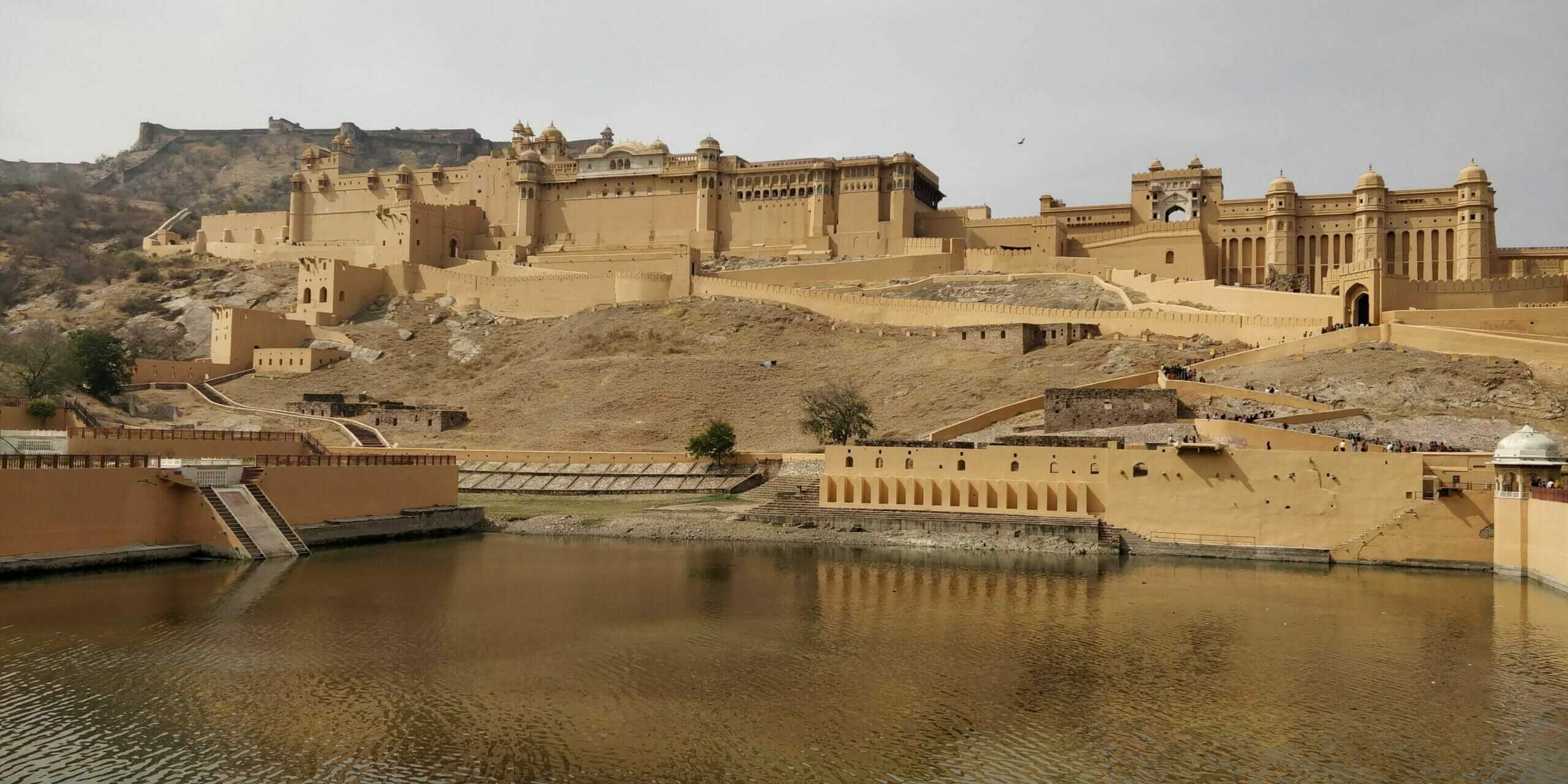 Photo of Amber Fort and Palace I saw while backpacking in Jaipur, India