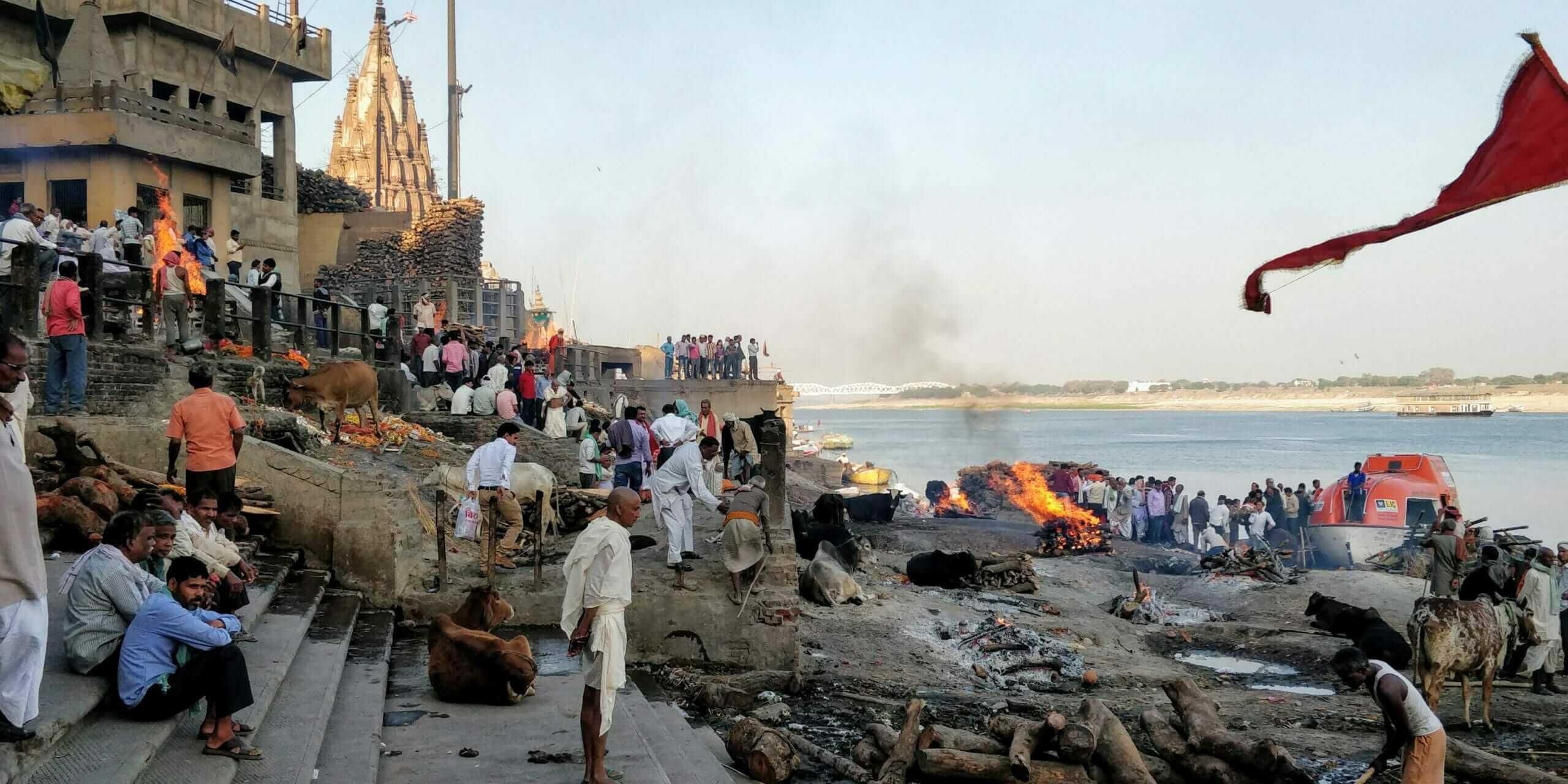 The Manikarnika Ghat inVaranasi is famous for burning bodies. Thiscremation ghat left me in awe for a good two hours while I watched, smelled, and heard multiple dead human bodies burn right before me.